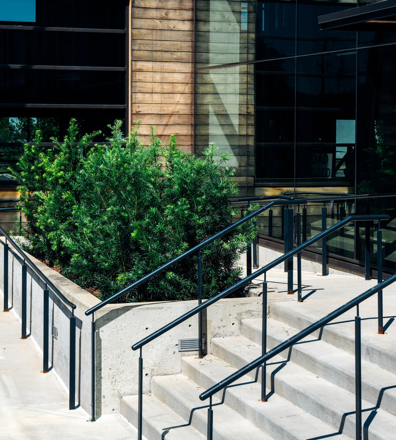 ᑕ ᑐ How To Choose The Best Handrails For Outdoor Steps
